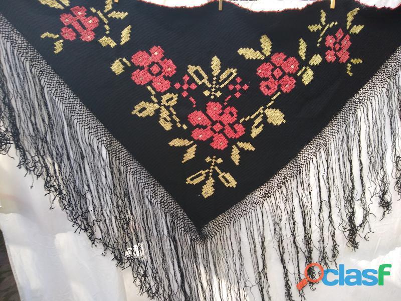 Manton artesanal+100 años lana bordada+seda macrame flecos