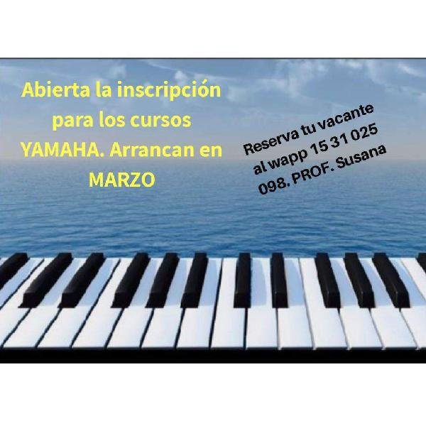 Profesora de guitarra. sistema yamaha