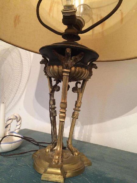 Gran lámpara muy antigua de dos luces en bronce
