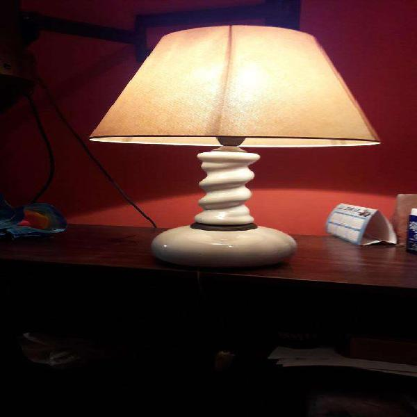 Lámpara de mesa en porcelana antigua