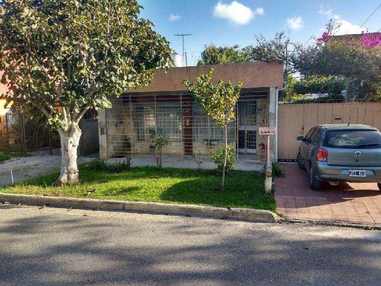 Casa 3 dormitorios. galpón y garage doble