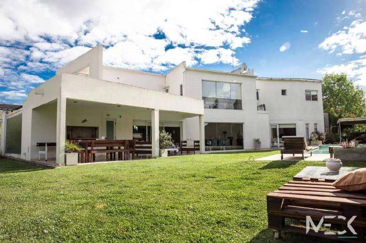 Casa en venta en barrio san isidro labrador - impecable!!