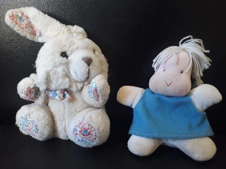 Combo conejo y muñeca de peluche