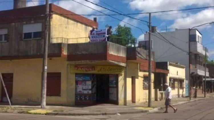 Casa mas departamento mas local y cochera, EN BLOCK,