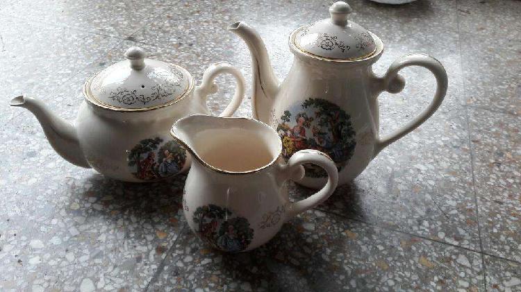 Antiguo juego de tetera cafetera y jarra