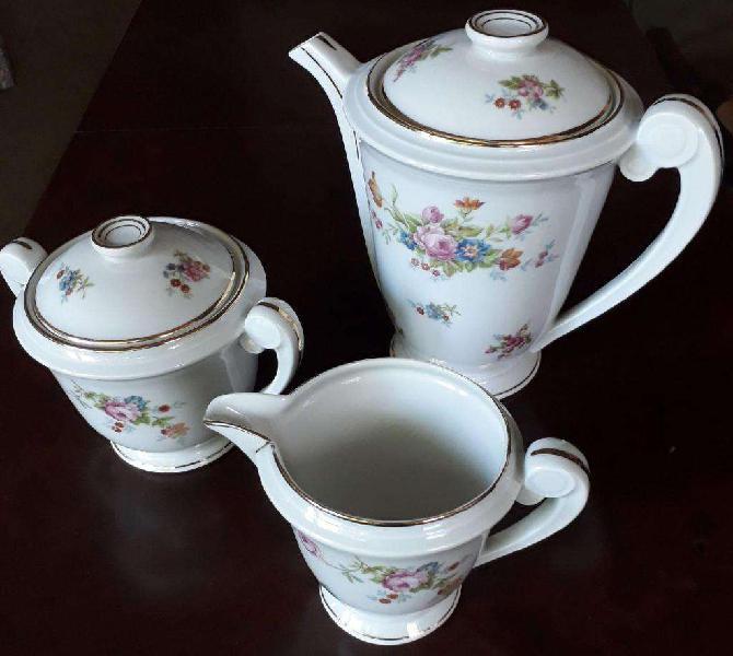 Juego de lechera, cafetera y azucarera de porcelana francesa