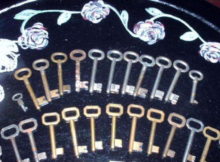 Liquido llaves antiguas y modernas bronce, acero,