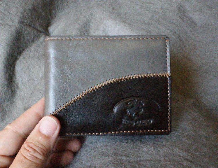 Billeteras de hombre. en cuero de vaca. modernas y