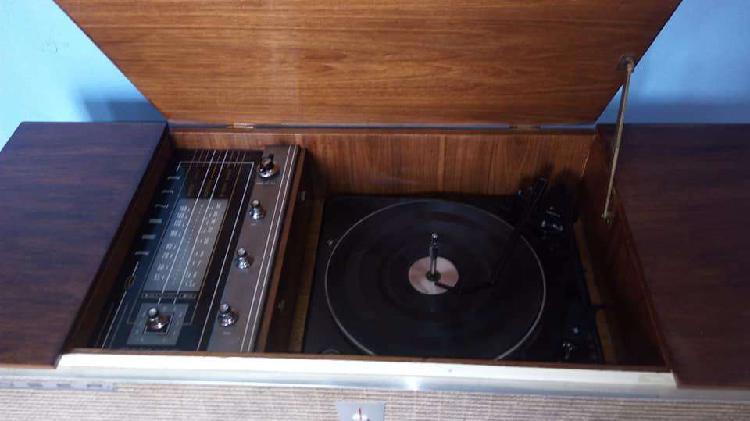 Mueble antiguo combinado am / tocadiscos