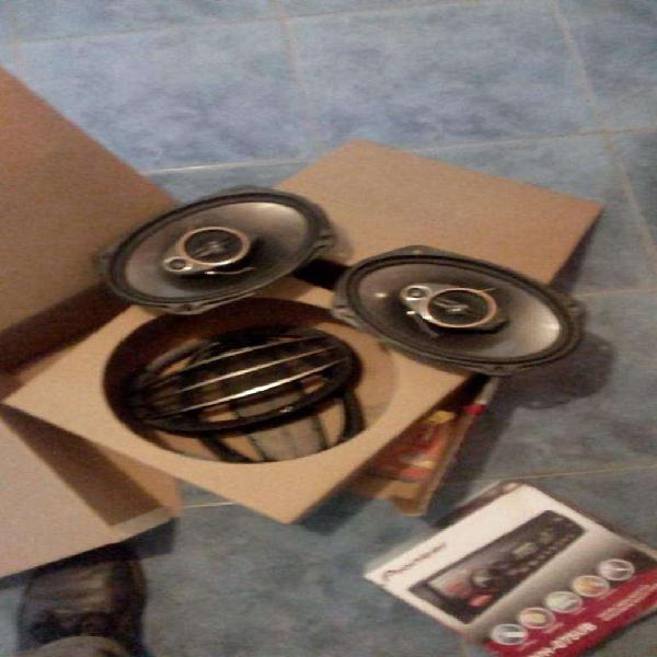 Parlantes y stereo pionner