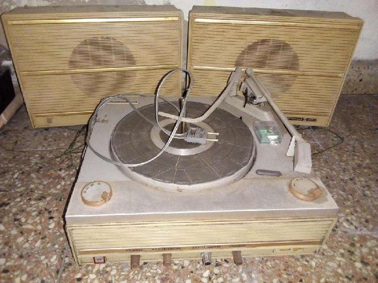 Tocadiscos antiguo 9500.-
