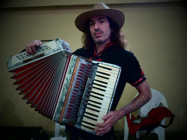 Profesor de música popular: cumbia, rock, tango, chamamé,