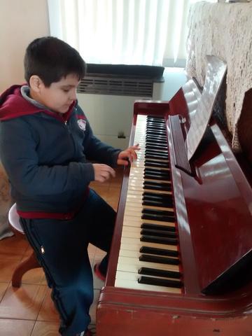 Profesora de piano y teclados