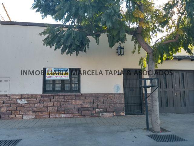 Vendo casa a 5 cuadras de plaza godoy cruz mendoza