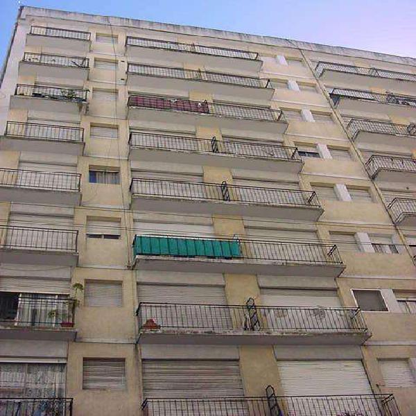 Dpto. un ambiente dividido la colle con balcon