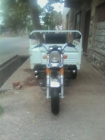 Tengo en venta motomel cargo cc150