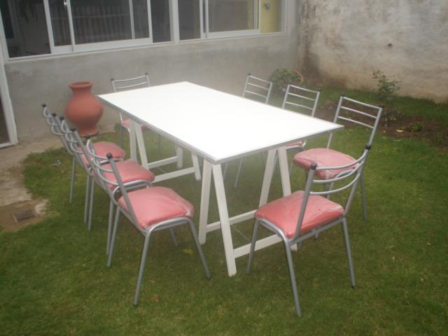 Alquiler de sillas apilables y mesas para catering,