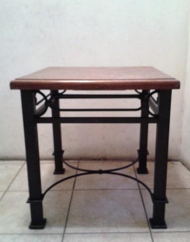 Mesa ratona de hierro y madera (usada)