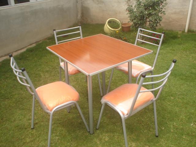 Mesas y sillas apilables para su emprendimiento o empresa