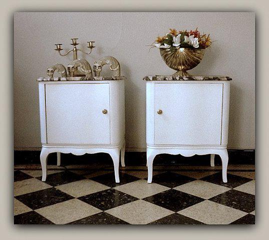 Mf vende antiguo par de mesas de luz francesas con marmol