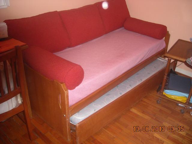 Sillón cama (dos camas) con respaldo de madera