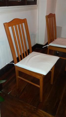 Sillas madera con almohadones cuerina
