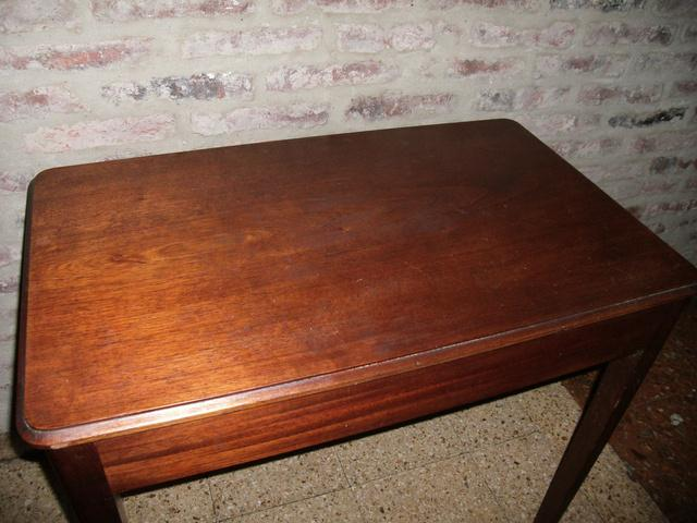 Mesa de cedro maciza impecable antigua