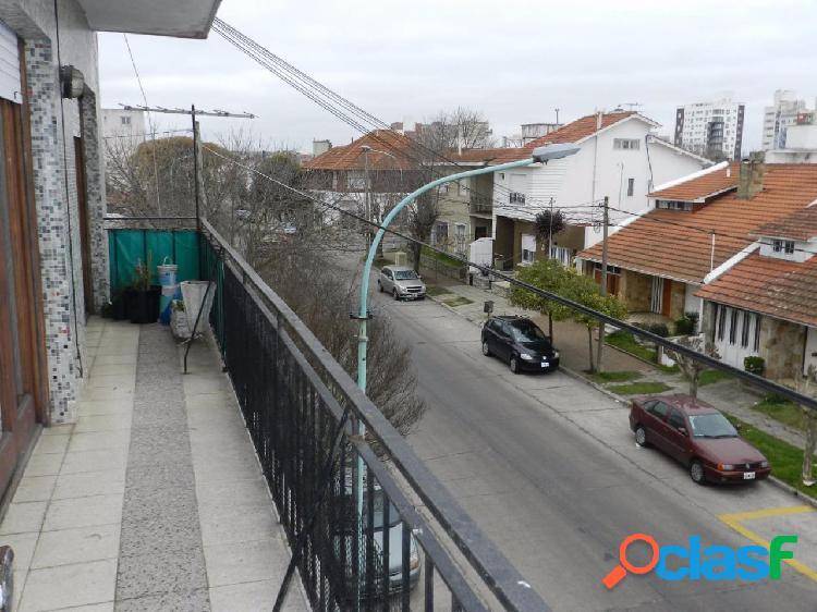 Depto 3 amb con balcón corrido y cochera cubierta. Zona Chauvin 3