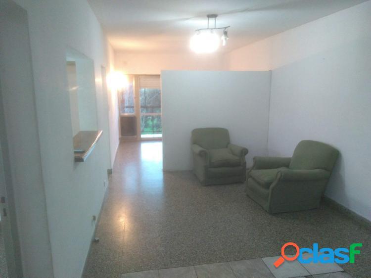 Amplio 2 ambientes con balcón. Zona Centenario 2