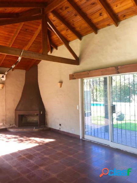 Casa con lote de 1900 m2 en Barrio Parque Alvear I Tortuguitas 2