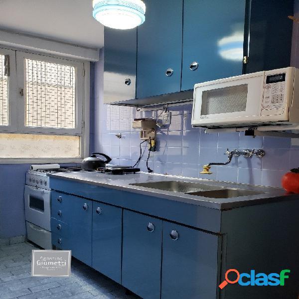 Zona centro. un ambiente. cocina separada y baño completo.