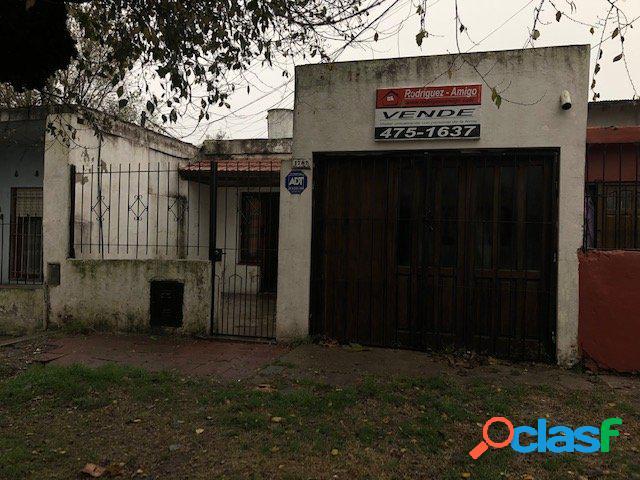Casa 3 ambientes - zona: barrio 180