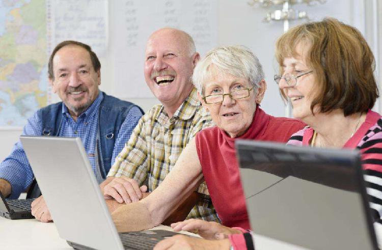 Clases de computación y celular para todas las edades
