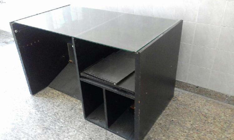 Dos mesas para computacion o escritori