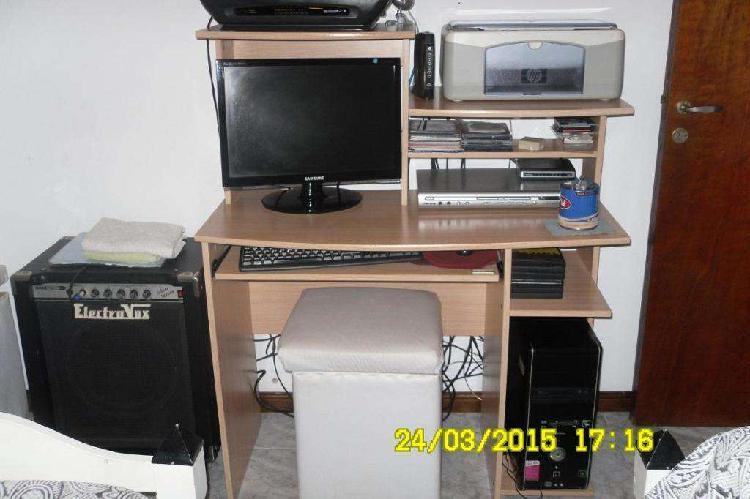 Mesa de computacion como nueva