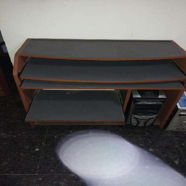 Mesa de computacion. nueva.sin uso.10 puntos