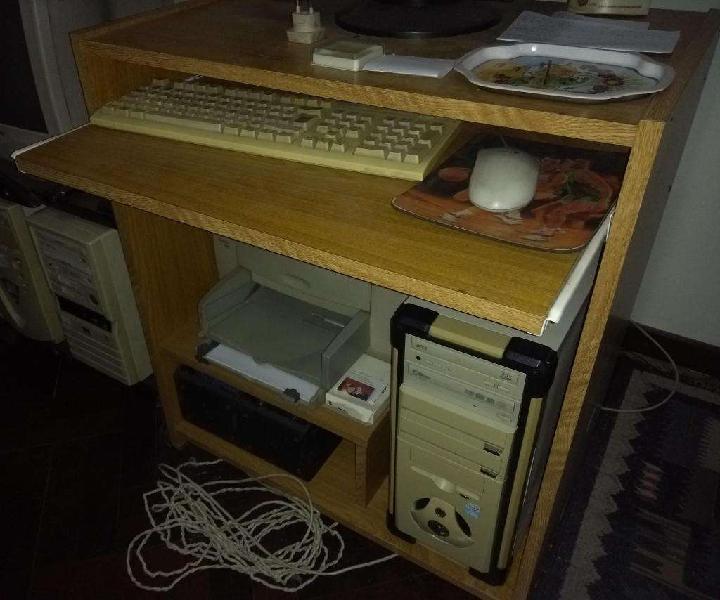 Mesa de computación oficina