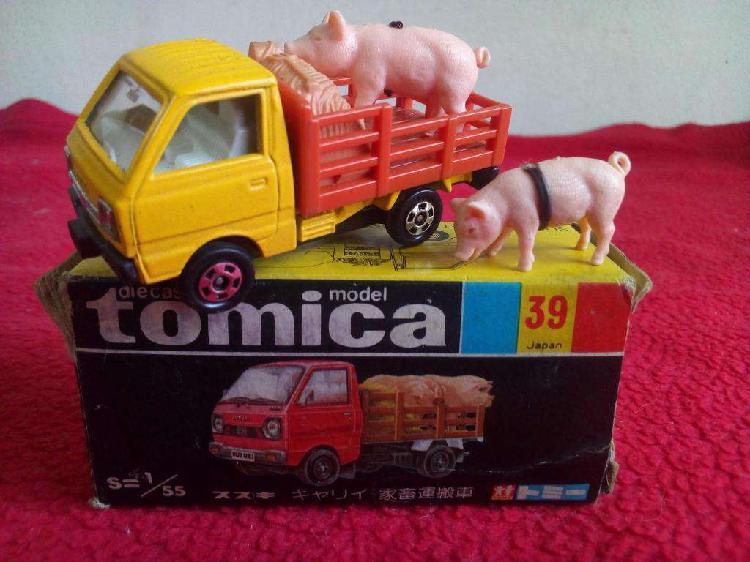 Tomica nº 39 suzuky camion de ganado tomy