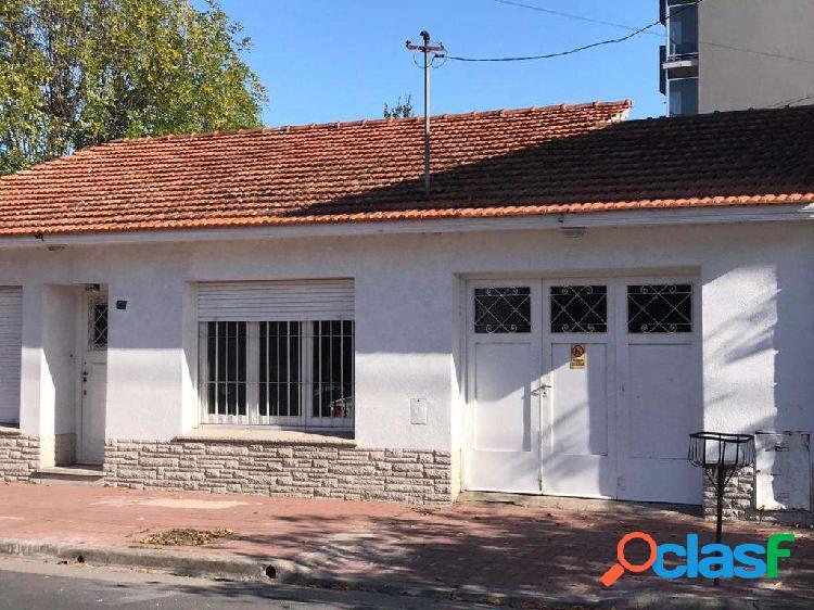 Casa 3 ambientes con patio