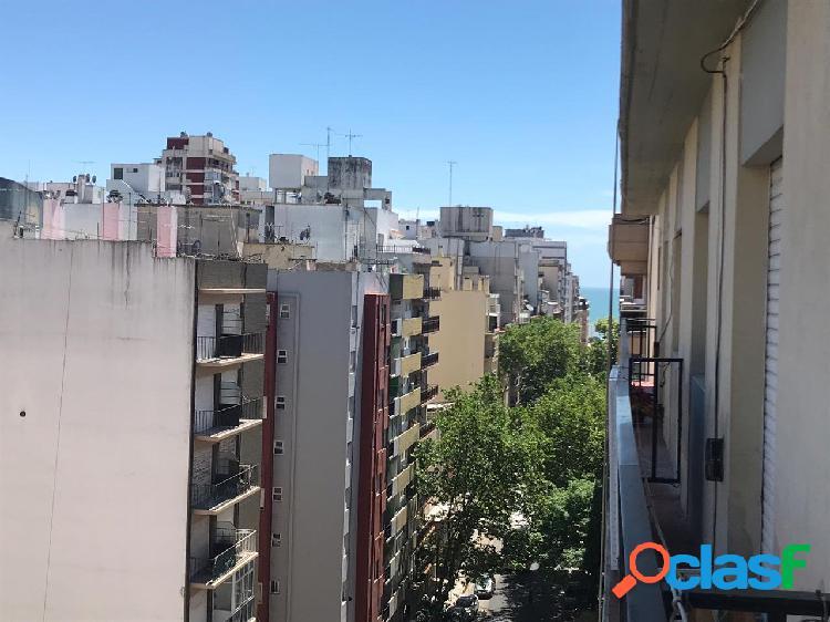 Tres ambientes con balcón a la calle!!