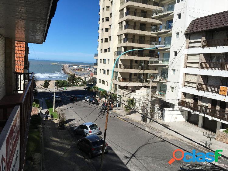 En Playa Grande Dos Ambientes a La Calle con Dependencia y Cochera 1
