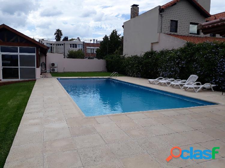 Chalet 5 ambientes con parque y piscina venta san carlos mar del plata