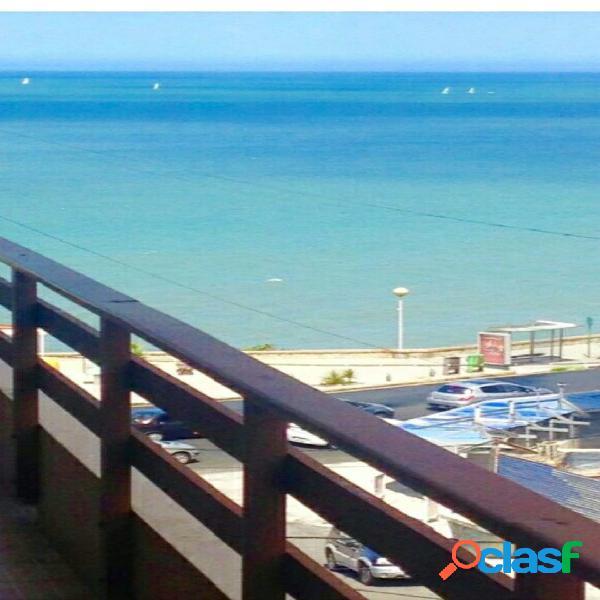 Regio dos ambientes con vista al mar en playa chica
