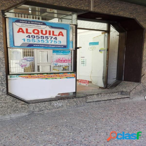 Local en alquiler Jujy y Rivadavia!, 2 privados.