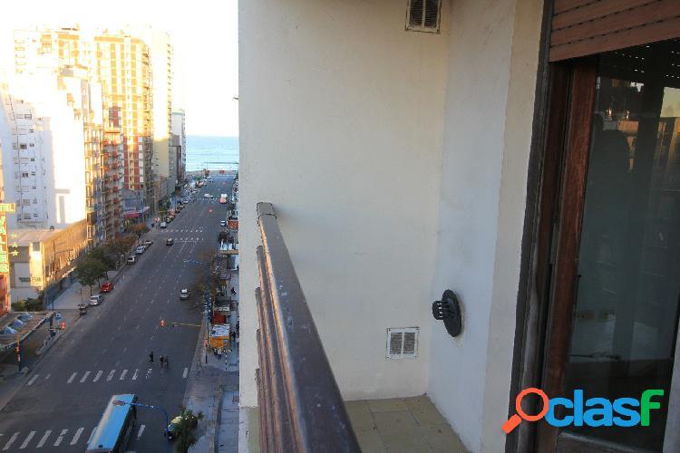 Venta 3 ambientes con dep. de servicio con balcón saliente. COCHERA. BAULERA.