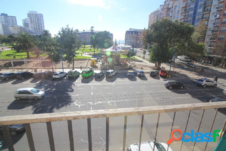 3 ambientes a la calle balcon y cochera, frente a la calesita