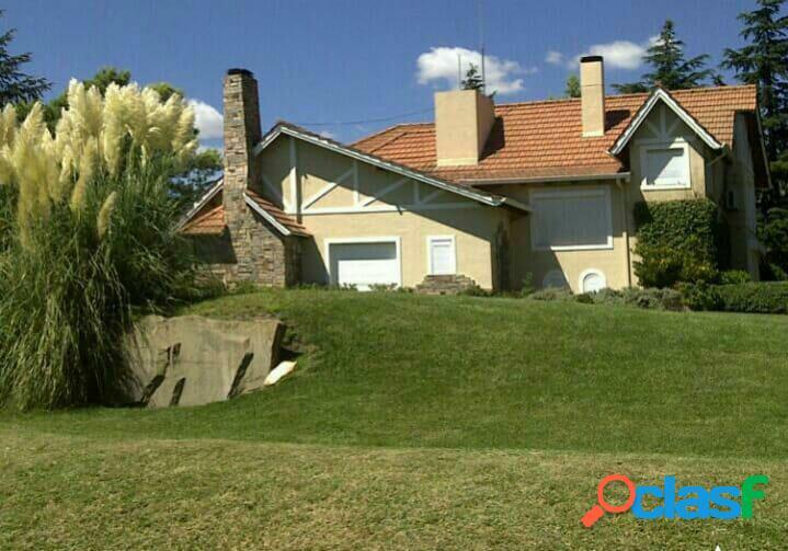 En venta hermosa casa en sierra de la ventana frente al golf