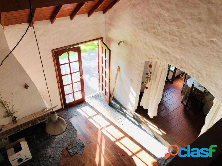 Chalet estilo mediterraneo de 3 ambientes en barrio Las Dalias en VENTA! 1