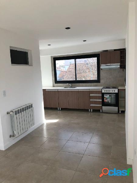 Ph 2 ambientes a la calle en barrio villa primera en venta!