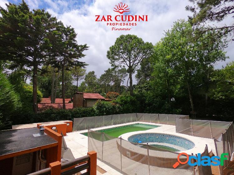 Carilo venta casa 5 ambientes con piscina climatizada y jacuzzi
